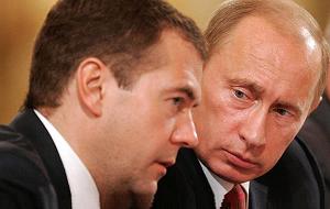 О возможном противостоянии Владимира Путина и Дмитрия Медведева вряд ли можно говорить объективно. Понятно, что никого из обывателей не допускают в кулуары президентской или премьерской резиденций в момент, когда первые лица обсуждают судьбу нефтегазовых ресурсов страны.