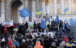 Массовая многомесячная акция протеста в центре Киева, начавшаяся 21 ноября 2013 года в ответ на приостановку украинским правительством подготовки к подписанию соглашения об ассоциации между Украиной и Евросоюзом и поддержанная выступлениями населения в других городах Украины