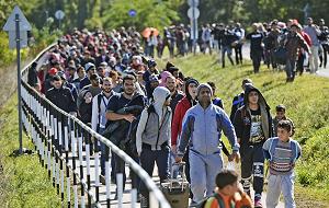 Миграция — неотъемлемая часть жизни современного общества. На данный момент развитие миграционных процессов в мировой экономике идет крайне противоречиво. Неэффективность господствующей модели международной миграции выражается в огромном размахе нелегальной миграции, состоящей из дешевой и бесправной рабочей силы. Эти нелегитимные, но, тем не менее, существующие в громадных масштабах миграционные потоки вовлекают в людской оборот миллионы человек и представляют собой часть современного глобального миграционного процесса, который в значительной степени обеспечивает функционирование и воспроизводство господствующего в мире экономического порядка.