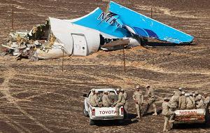 Утром 31 октября в Египте потерпел крушение самолет A321 российской авиакомпании «Когалымавиа». Лайнер выполнял рейс по маршруту Шарм-эль-Шейх — Санкт-Петербург. На борту самолета находились 224 человека, в том числе и члены экипажа. По информации египетских властей, в катастрофе A321 никто не выжил. По предварительной версии Египта, причиной аварии могли послужить технические неполадки