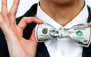 Американский Forbes 2 марта обнародовал ежегодный мировой рейтинг долларовых миллиардеров, 29-й по счету. В список попали 1826 человек. Их совокупное состояние — $7,05 трлн, на $600 млрд больше, чем годом ранее. 290 человек — новички рейтинга, из них 71 представляет Китай. Список «молодеет»: рекордное число участников, 46, оказались моложе 40 лет. Среднее состояние «форбса»-2015 — $3,86 млрд, на $60 млн меньше, чем в 2014-м. Стоимость активов, принадлежащих миллиардерам, оценивалась по состоянию на 13 февраля 2015 года