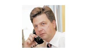 Управляющий директор первого управления с крупными клиентами Банка ВТБ , владеет(вместе с женой )компанией «РПА эстейт», на которую в 2016 году был куплен памятник архитектуры — Доходный дом Кекушевой на Остоженке, сын отставного полковника ФСО Юрия Болотова.