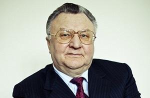 Владелец ООО «Kafajat Kft» и венгерского банка «Altalanos ErtekForgalmi Bank».Бывший глава представительства «Газпрома» в Венгрии.