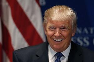 Американский бизнесмен и политический деятель, член Республиканской партии, медиамагнат, писатель, президент строительного конгломерата Trump Organization, основатель компании Trump Entertainment Resorts, специализирующейся на игорном и гостиничном бизнесе. Трамп является исполнительным продюсером и ведущим реалити-шоу «Кандидат». Известен экстравагантным образом жизни и откровенным стилем общения. 16 июня 2015 года Дональд Трамп объявил о вступлении в борьбу за пост Президента США в 2016 году. В мае 2016 года, опередив других кандидатов в праймериз, Трамп фактически стал кандидатом от Республиканской партии. Съезд Республиканской партии, состоявшийся 18—21 июля 2016 года, утвердил Дональда Трампа официальным кандидатом в президенты США от Республиканской партии. Трамп является вторым в истории кандидатом на пост президента США от двух главных партий, получившим известность прежде всего как бизнесмен (первым был Уэнделл Уилки в 1940 году). В случае избрания президентом он станет первым главой государства без опыта политической или военной карьеры