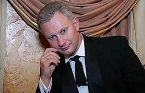 Бывший Адвокат. Бывший ведущий известной телепрограммы «Суд идёт». Арестован по обвинению в крупном мошенничестве. Такое решение сегодня (22.11.16) принял Басманный суд Москвы