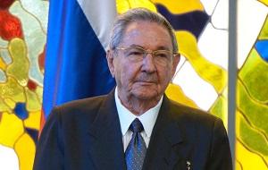 Кубинский революционер и государственный деятель. С 24 февраля 2008 года является главой государства, правительства Кубы и главнокомандующим её вооружённых сил; с 19 апреля 2011 года — лидер правящей Коммунистической партии Кубы. Младший брат и соратник бывшего лидера Кубы Фиделя Кастро, Рауль участвовал в кубинской революции 1959 года, после победы которой стал военным министром Кубы, занимая этот пост в течение 50 лет. В 1965 году стал заместителем брата на посту главы правящей партии, в 1976 году — его заместителем на посту председателя высшего исполнительного органа, Государственного совета. 31 июля 2006 года фактически взял на себя руководство Кубой, после того как брат передал ему исполнение обязанностей на своих ключевых постах