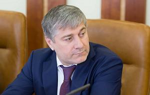 Член Комитета Совета Федерации по Регламенту и организации парламентской деятельности. Представитель от исполнительного органа государственной власти Чеченской Республики