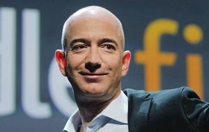 Американский предприниматель. Глава и основатель интернет-компании Amazon.com, основатель и владелец аэрокосмической компании Blue Origin и владелец издательского дома The Washington Post. Один из богатейших людей планеты, по состоянию на май 2016 года его состояние оценивалось в $62 млрд. В 1999 году журнал Time назвал его человеком года