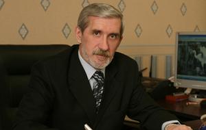 Член Комитета Совета Федерации по федеративному устройству, региональной политике, местному самоуправлению и делам Севера. Представитель от законодательного (представительного) органа государственной власти Ямало-Ненецкого автономного округа