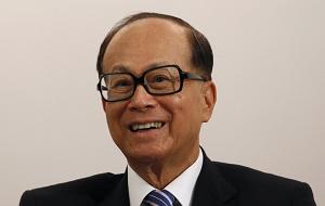 Гонконгский предприниматель и филантроп, один из самых влиятельных бизнесменов Азии (в деловых кругах имеет прозвище «Супермен»). По состоянию на 2012 год являлся самым богатым человеком Гонконга и Азии, а также занимал девятое место среди богатейших людей мира (по оценке журнала Forbes капитал Ли Кашина составлял 25,5 млрд долларов). В 2013 году с состоянием 30,2 млрд долл. сохранил за собой титул богатейшего человека Азии. В настоящее время является председателем правления компаний Cheung Kong Group и Hutchison Whampoa, капитализация которых составляет около 15 % гонконгского фондового рынка
