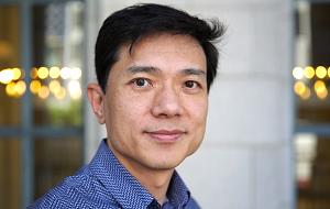 Китайский предприниматель, основатель, генеральный директор и председатель совета директоров компании Baidu. Миллиардер, в рейтинге журнала Forbes в 2015 году занимает пятое место среди китайских миллиардеров с состоянием $15,3 млрд