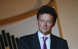 Британский предприниматель, генеральный директор Glencore International AG. Начал работать в компании BP в 1982 году геологом, занимался поиском и добычей нефти и газа в Великобритании, Франции, Китае, Индонезии, Папуа — Новой Гвинее, Колумбии и Венесуэле. Позднее — казначей группы BP (2000—2002), вице-президент и главный операционный директор по геологоразведке и добыче (2002—2007), генеральный директор BP (2007—2010), член совета директоров ТНК-BP (октябрь 2010 — сентябрь 2011)