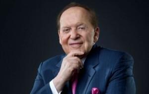 Американский бизнесмен, еврейского происхождения. По версии журнала «Forbes» за март 2007 года его состояние составляло 26 млрд долларов США, и он был шестым по размеру богатства жителем планеты. Он считается самым богатым евреем в мире и третьим по размеру состояния жителем США. Адельсон является председателем правления и исполнительным директором корпорации «Las Vegas Sands», расположенной в Лас-Вегасе. Адельсон — один из главных спонсоров Республиканской партии США