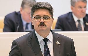 Член Комитета Совета Федерации по федеративному устройству, региональной политике, местному самоуправлению и делам Севера. Представитель от исполнительного органа государственной власти Магаданской области
