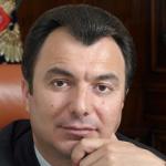 Российский предприниматель греческого происхождения, крупнейший акционер и председатель совета директоров ЗАО «Евроцемент груп»