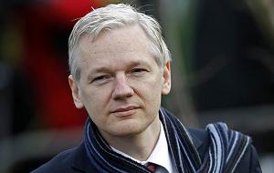 Австралийский интернет-журналист и телеведущий, основатель WikiLeaks. В больших объёмах обнародовал сверхсекретные материалы о шпионских скандалах, коррупции в высших эшелонах власти, военных преступлениях и тайнах дипломатии великих держав