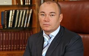 Российский предприниматель и инвестор в сфере транспортной инфраструктуры и коммерческой недвижимости. Мультимиллиардер, один из богатейших людей мира.