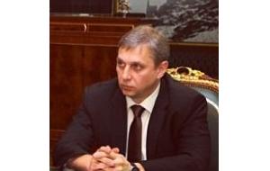 Начальник управления ФСБ РФ по Хабаровскому краю, Генерал-лейтенан. Бывший Начальник Управления ФСБ РФ по Чеченской Республике.