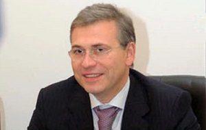 Бывший министр финансов Московской области, занимал этот пост с 2000 по 2008 год, также с 2004 по 2008 год был первым вице-премьером Подмосковья. С 1998 по 2000 год был президентом и акционером ООО «Русская инвестиционная группа», а с 1994 по 1998 год — первым вице-президентом и акционером «Инкомбанка».