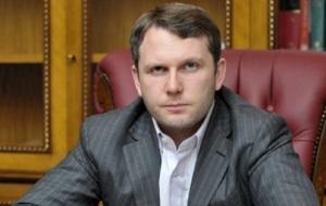 Российский предприниматель, управляющий партнер компании Fort Group. По данным Forbes в 2015 году занимал 22 место среди лидеров российской недвижимости и 36 место в «Рейтинге миллиардеров — 2015» газеты «Деловой Петербург»