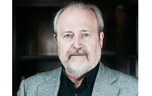 Российский кинорежиссёр, актёр, сценарист, педагог. Народный артист Российской Федерации (2010).