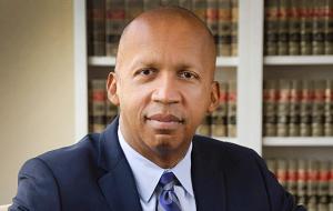 """Адвокат. Основатель и исполнительный директор """"Equal Justice Initiative"""""""