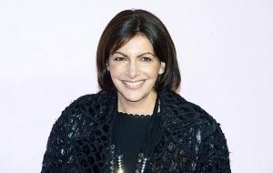 Французский политик, мэр Парижа (с 2014 года). Первая женщина на посту мэра Парижа за всю историю города