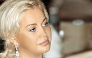 Бывший Председатель ревизионной комиссии ЗАО «СКМ». Супруга Рината Ахметова