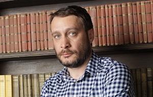 Писатель, кинодраматург, политический консультант, политтехнолог. Арестованный по подозрению в причастности к массовым волнениям, которые прошли в молдавской столице в апреле 2009 год