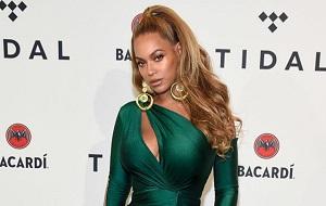 Американская певица в стиле R'n'B, актриса, танцовщица, музыкальный продюсер. Ещё будучи ребёнком, участвовала в разных вокальных и танцевальных конкурсах, в школе также принимала участие в различных художественных выступлениях. Ноулз прославилась в конце 1990-х годов, будучи солисткой женской R&B группы Destiny's Child
