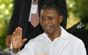 Премьер-министр и министр обороны Лесото с 1 апреля 1998 по 2 июня 2012 годов, после победы его партии Конгресс Лесото за демократию на парламентских выборах. Также он был утверждён на посту премьер-министра после победы на внеочередных выборах 17 марта 2015 года