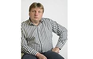 Журналист, бывший главный редактор газеты «Коммерсантъ» и шеф-редактор объединённой редакции издательского дома «Коммерсантъ», бывший главный редактор интернет-издания «Газета.Ру». С 2010 года занимает пост директора по стратегическому развитию управляющей компании аэропорта «Пулково»