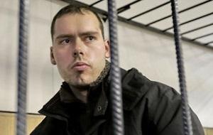 Российский массовый убийца, известный как «русский Брейвик» и «аптечный стрелок». 7 ноября 2012 года из огнестрельного оружия убил 6 человек и ранил одного в центральном офисе аптечной сети «Ригла» в московском районе Северное Медведково, где проработал юристом 4 года.