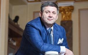 Основатель и президент мощного украинского производственно-торгового холдинга «ТЕРРА ФУД». Благодаря его упорному труду и стратегическому видению Группа компаний «ТЕРРА ФУД» стала гордостью аграрной отрасли Украины