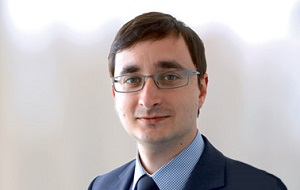 Вице-президент по правовым вопросам и член Совета директоров ОАО «Акрон»