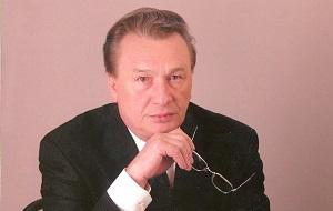Советский и российский почётный работник нефтяной и газовой промышленности, руководитель крупного производственного объединения «Ноябрьскнефтегаз» в 1981—1997 годах, президент российской нефтяной компании «Сибнефть» в 1995—1997 годах