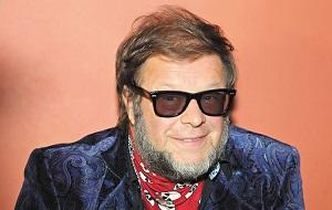 Русский поэт и музыкант, композитор, певец и гитарист рок-группы «Аквариум», один из родоначальников русской рок-музыки. Отец актрисы Алисы Гребенщиковой