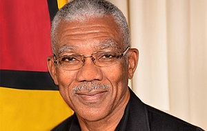 Гайанский военный и политический деятель, президент Гайаны с 16 мая 2015 года. Служил в качестве советника по национальной безопасности с 1990 по 1992 год, лидер оппозиции в Национальной ассамблее Гайаны с 2012 до 2015 год. Был кандидатом в президенты от оппозиционной коалиции на всеобщих выборах в ноябре 2011 года, но потерпел поражение.