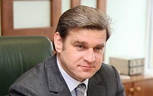российский государственный и политический деятель, губернатор Приморского края (2001—2012).