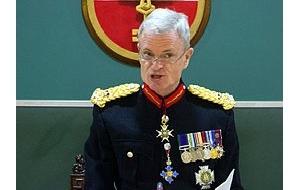 Бывший губернатор Гибралтара, генерал-лейтенант Королевской морской пехоты Великобритании в отставке