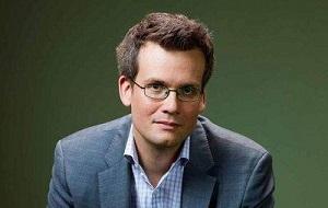 Американский писатель, автор книг для подростков, наиболее известными романами которого стали «Виноваты звёзды» (2012), «В поисках Аляски» (2005) и «Бумажные города» (2008). Видеоблогер и создатель образовательных онлайн видео.
