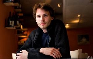 Российский журналист, главный редактор образовательного проекта «Арзамас», бывший главный редактор журнала «Большой город», директор по спецпроектам журнала The New Times, ведущий программы «Дзядко3» на телеканале «Дождь», член Координационного совета оппозиции