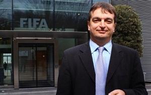 Французький дипломат у 1983 по 1998 роках, потім став консультантом в міжнародному футболі, зокрема працював на різних посадах у ФІФА з 1999 по 2010 рік