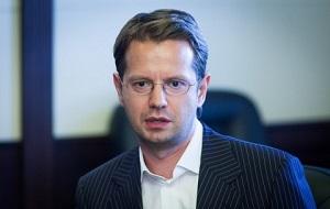 Заместителем председателя правления «М2М прайвет банка», бывший заместитель председатель правления «Абсолют банка»