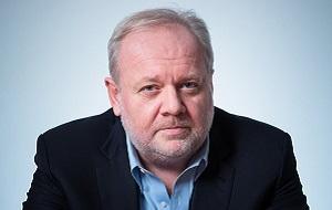 Бизнесмен, медиамагнат, Владелец группы «Ренессанс Страхование», экс-гендиректор компаний НТВ и «Газпром-Медиа», американский гражданин из семьи российского происхождения