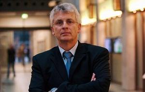 Немецкий политик (член ХДС с 1972), председатель Немецко-украинской парламентской группы в Бундестаге, заместитель Председателя ОО «Немецко-Украинский Форум»
