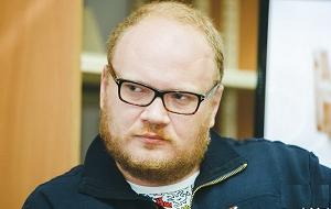 Российский политический журналист, публицист и писатель. Ведущий авторской программы «Кашин. Гуру» на телеканале «Дождь» с сентября 2015 года.