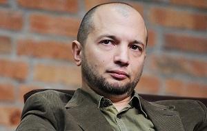 Российский медиаменеджер и предприниматель, в настоящее время владелец газет «The Moscow Times», «Ведомости» и агентства «Ясно Communication Agency. Известен также как поэт и прозаик.