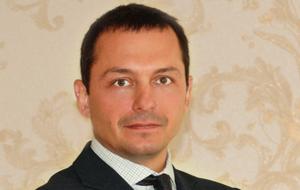 Адвокат, управляющий партнер Адвокатского бюро г. Москвы «Патронъ». Бывший следователь МВД по Центральному федеральному округу, фигурант «списка Магнитского»