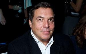 Советский и российский тележурналист, продюсер, телеведущий. Был одним из создателей независимой телекомпании «ВИD» (17,14 %). Генеральный директор телекомпании ВИД (1995—1997), генеральный директор РБК-ТВ (2011—2014), вице-президент Академии российского